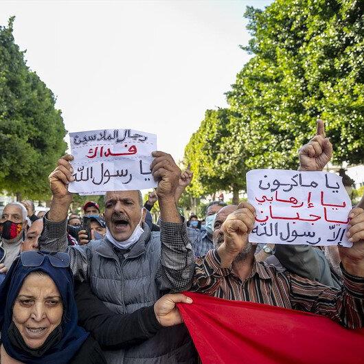 تونسيون يتظاهرون قرب سفارة فرنسا احتجاجًا على الإساءة للنبي