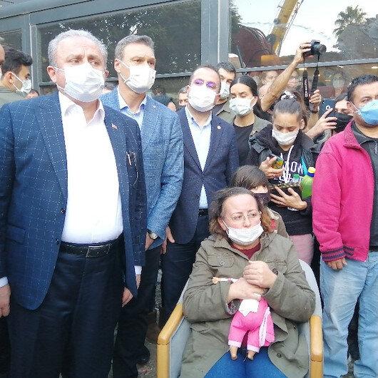 En acı bekleyiş devam ediyor: Dört kızı enkaz altında