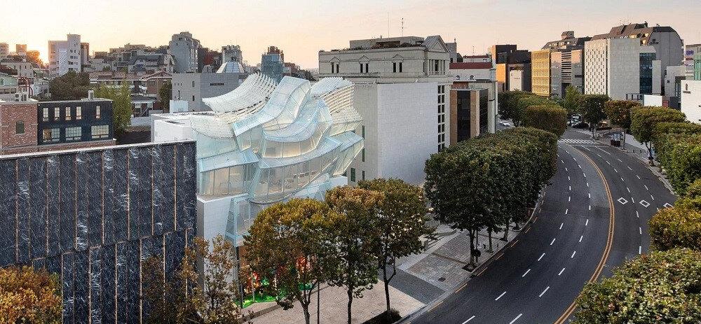 Louis Vuitton Maison Seoul ve çevresine yukarıdan bakış.