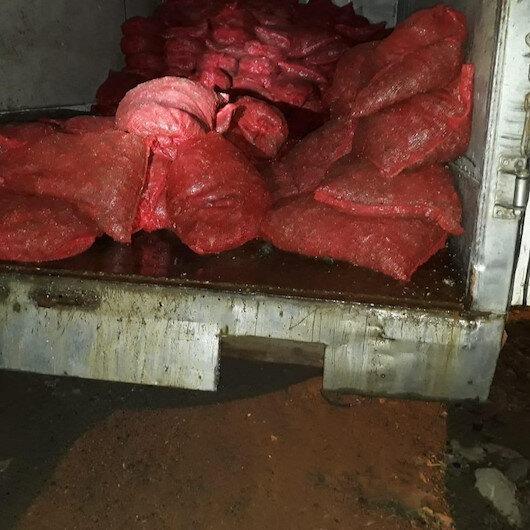 Polise yakalanmamak isteyen kaçak midye avcıları kayıklarını batırdı