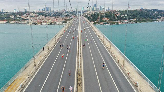 Sporcular ilk kez Avrupa'dan Asya'ya koştu: İstanbul Maratonu'nun kazananları belli oldu