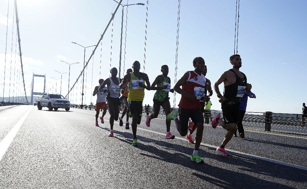 Yarışta birinciliği Kenyalı atletler elde etti.