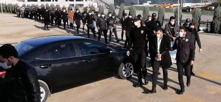 2'si kadın 29 kişi, sağlık kontrolünün ardından Gebze Adliyesi'ne çıkarıldı.