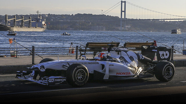 F1 araçları İstanbul sokaklarında