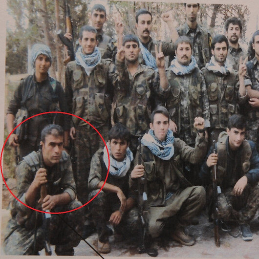 Dağdan inip HDP ilçe başkanı olmuş: Teröristlerle poz verdiği fotoğrafı ortaya çıktı
