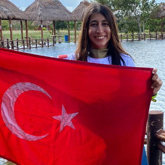 Turkish diver sets world record in Mexico