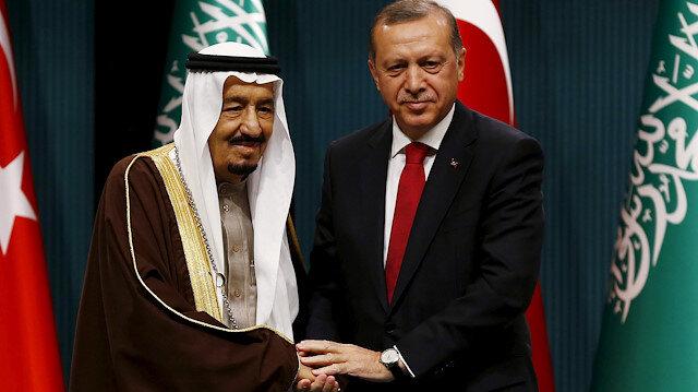 Turkey's President Tayyip Erdogan (R) and Saudi King Salman shake hands