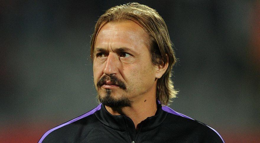 Ayhan Akman futbolu Galatasaray kaptanı olarak bırakmıştı.
