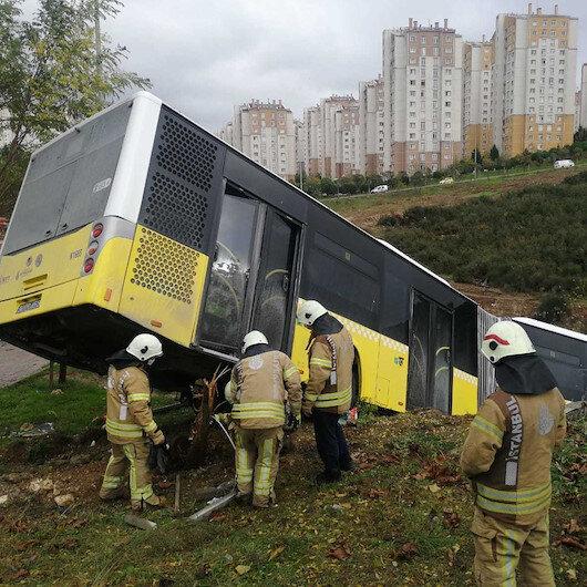 İstanbul Kayaşehir'de İETT otobüsü yoldan çıktı