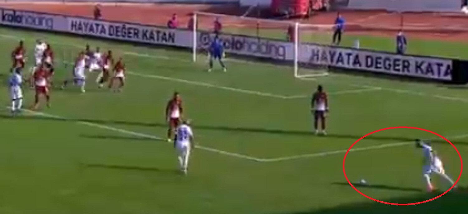 Boldrin, bu açıdan yaptığı vuruşla topu ağlara gönderdi. (Görüntü beIN Sports'tan alınmıştır)