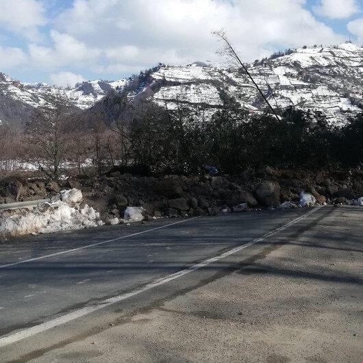 Ardeşen-Çamlıhemşin kara yolu heyelan nedeniyle kapandı