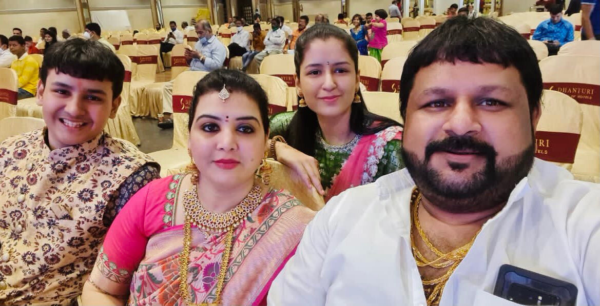 Agastya Jaiswal ve ailesi