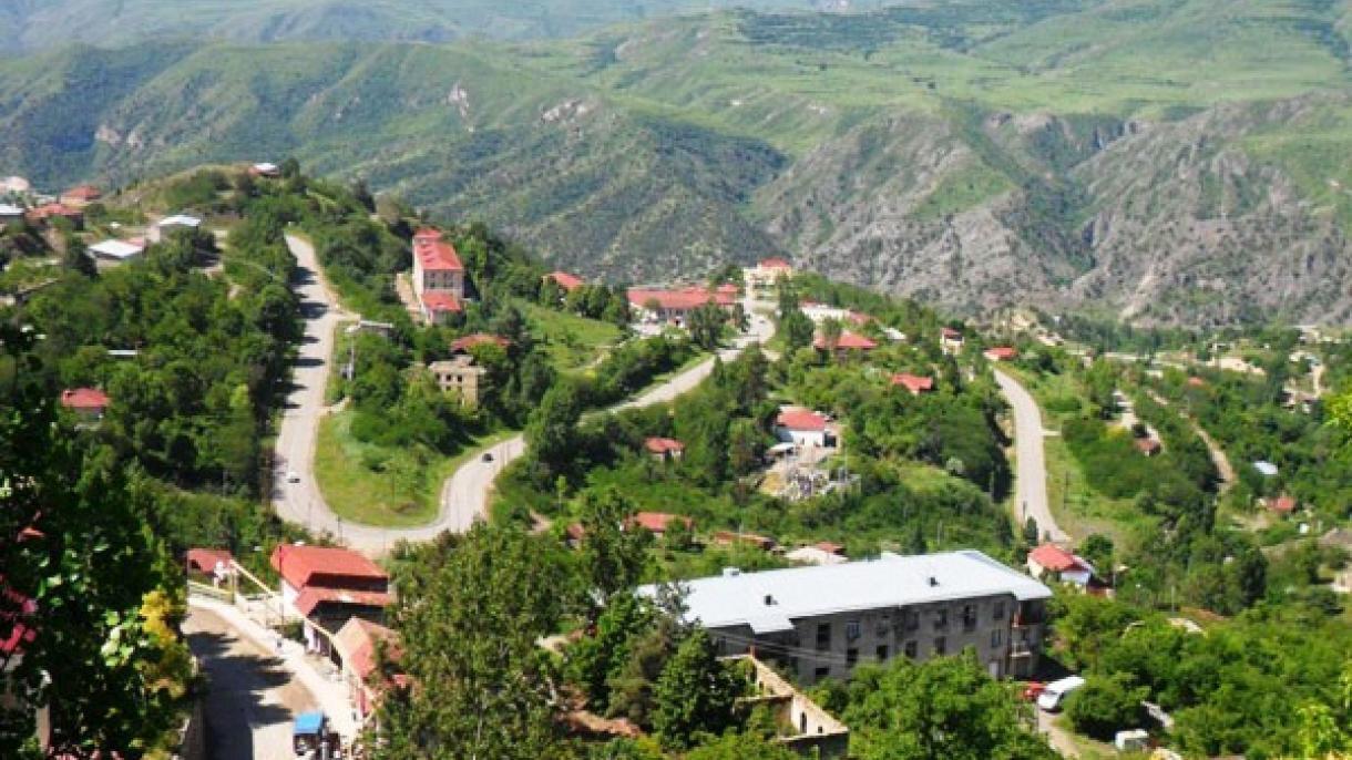"""Laçın ili, """"Laçın koridoru""""nun stratejik önemi dolayısıyla 1990'lı yıllardaki savaşta, Ermeni güçlerin ilk hedeflerinden biri oldu."""