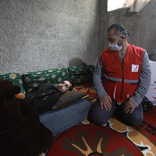 الهلال التركي يساعد شابا سوريا عرضت الأناضول قصة إصابته