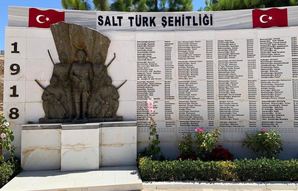 Salt Türk Şehitliği'nde, Birinci Dünya Savaşı'nda şehit düşen yaklaşık 300 Osmanlı askerinin kabri bulunuyor.