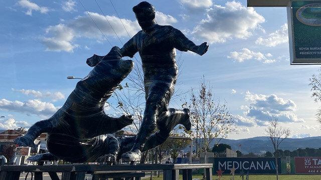 Süper Lig'de adından sıkça söz ettirmişti, heykeli dikildi
