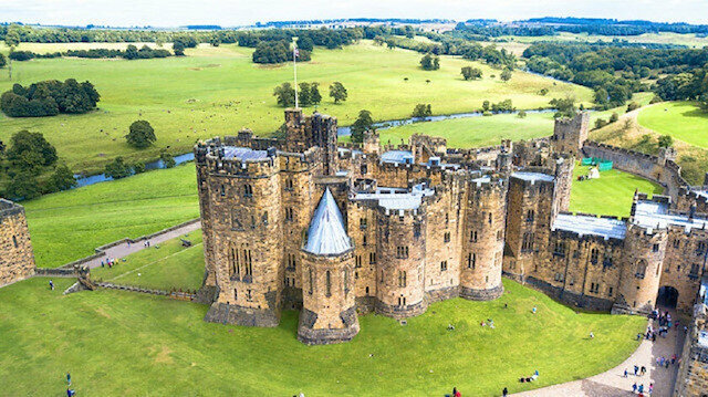 The castle, which was built in the 12th century, is approximately 500 kilometers from London