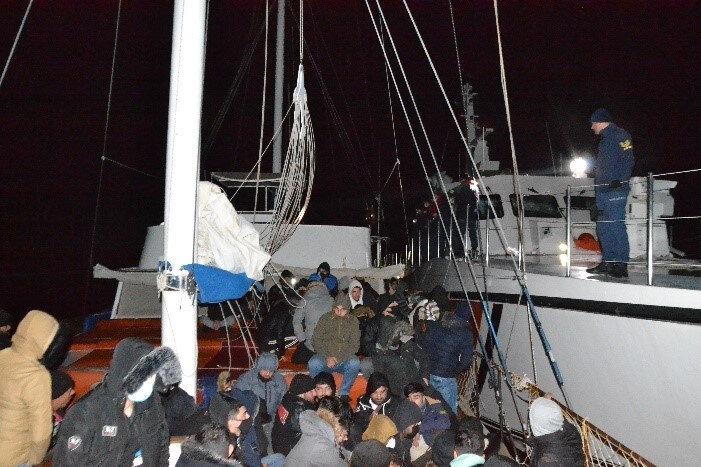 Kaçak göçmenler, İl Göç İdaresi Müdürlüğü'ne teslim edildi.