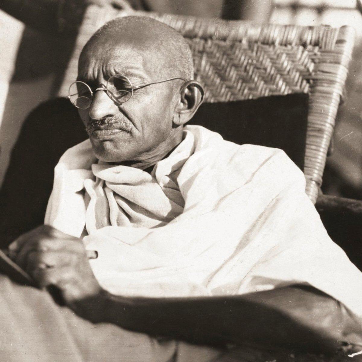 Mahatma Ganhdi, İngilizlere karşı Müslümanlarla işbirliği yapmıştı.