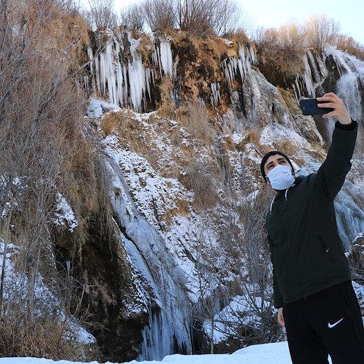 تركيا.. لوحة فنية من الجليد ترسمها الطبيعة بمدينة أرزينجان