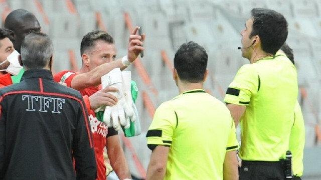 Beşiktaş-Sivasspor maçında 'taç çizgisi' ve Hakan Arslan'ın kırmızı kartı Avrupa'da gündem oldu