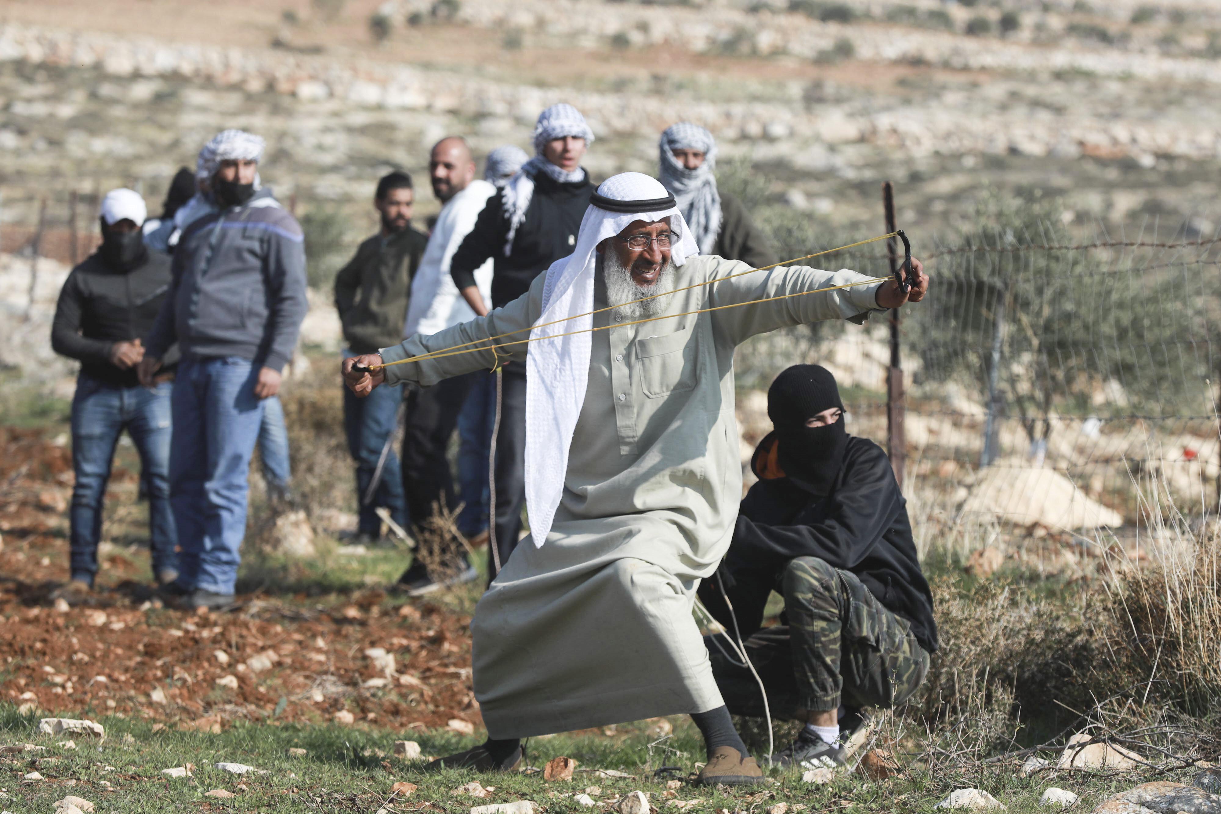 Ebu'l Abd, İsrail askerleriyle sıcak temas noktasında bulunarak birçok defa canını tehlikeye attı.