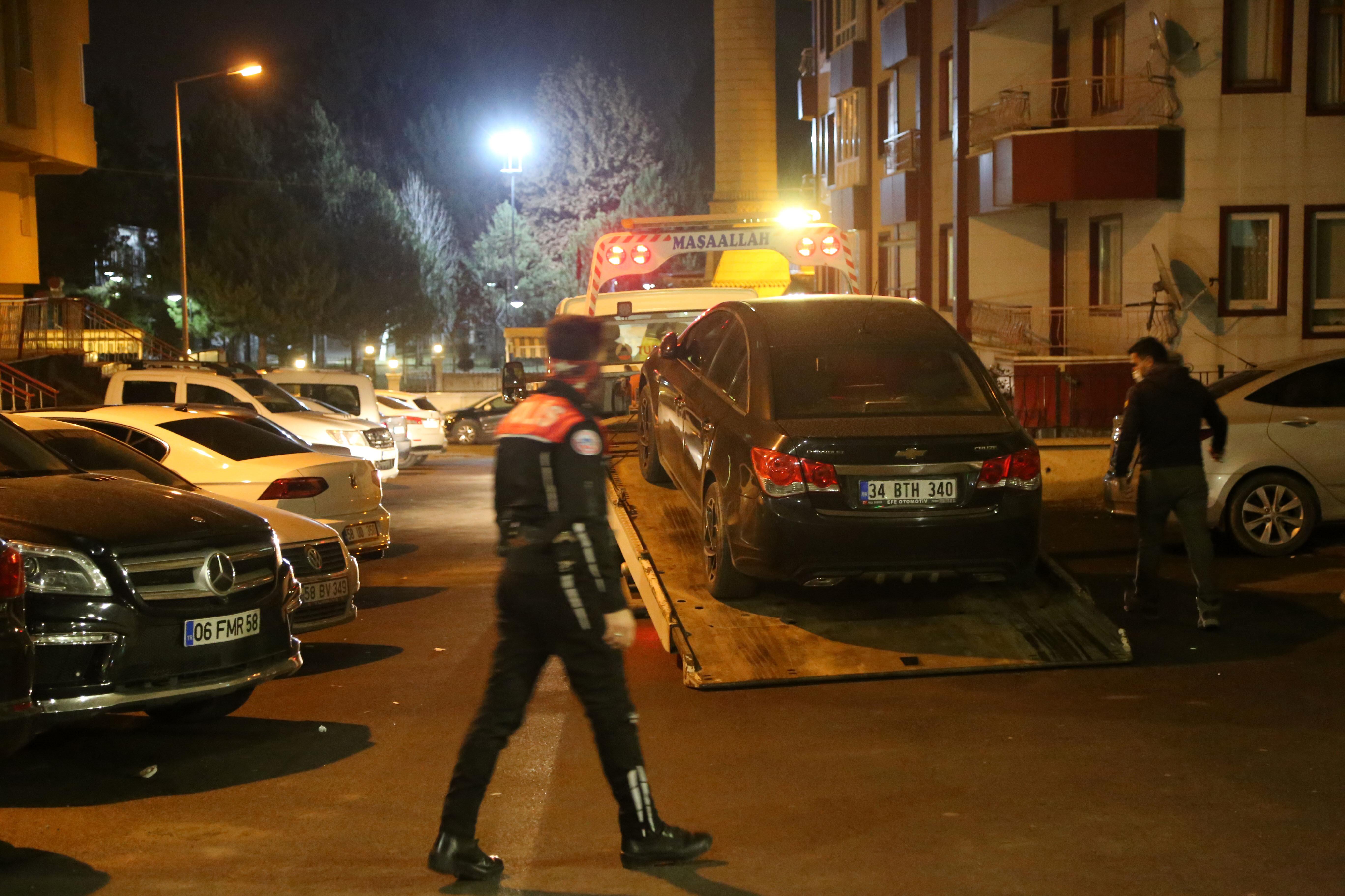 Otomobili, yediemin otoparkına çektirildi.