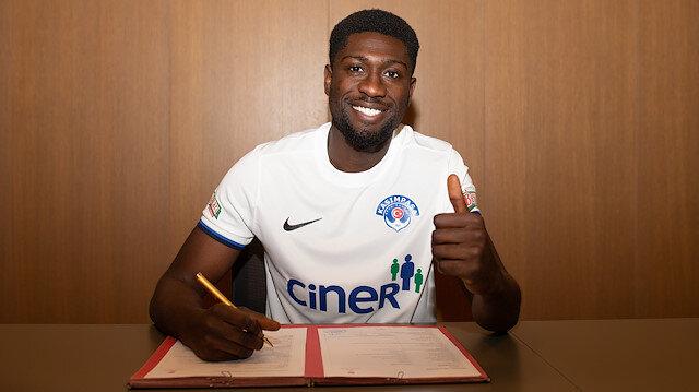 Hollandalı futbolcu resmi sözleşmeye imzayı attı.
