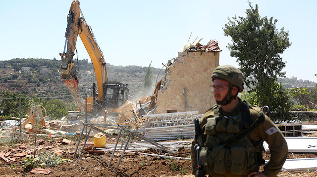 Israeli bulldozers come under fire after entering Gaza
