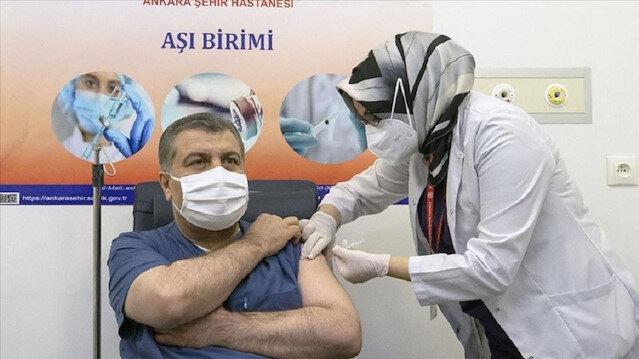 تركيا.. وزير الصحة يتلقى أولى جرعات لقاح كورونا الصيني