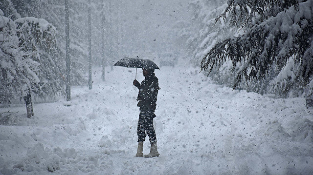 Severe weather warning amid snowfall in Kashmir