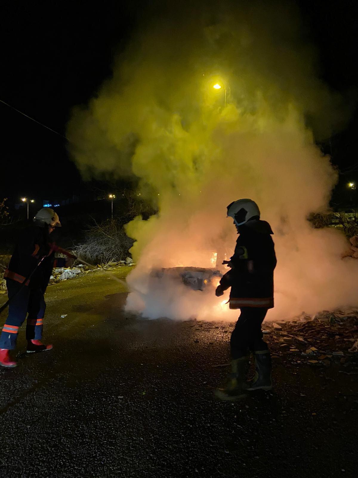 Ankara'da hırsızlar otomobili önce çaldılar sonra yaktılar