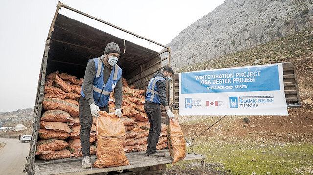 منظمة إغاثية تقدم مساعدات لمتضرري السيول بمخيمات سوريا