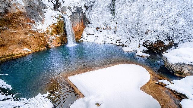 """تركيا.. وادي """"هورما"""" يزداد جمالًا بحلته الثلجية"""