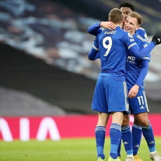 Leicester ease past Chelsea to go top of Premier League