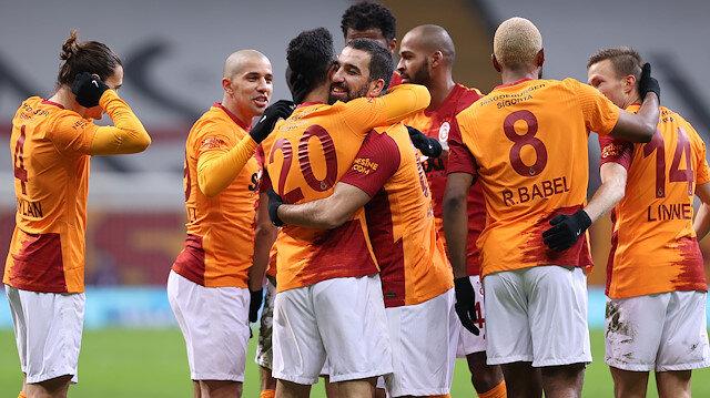 Derbiyi kaybeden Galatasaray Denizli'ye gol oldu yağdı