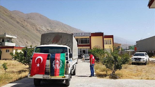 الهلال الأحمر التركي يوزع مساعدات لمحتاجين في أفغانستان