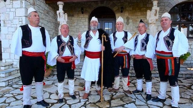 """فرقة ألبانية تؤدي """"أغنية من أجل الرئيس أردوغان"""""""