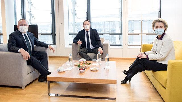 بروكسل.. تشاووش أوغلو يلتقي رئيسة المفوضية الأوروبية
