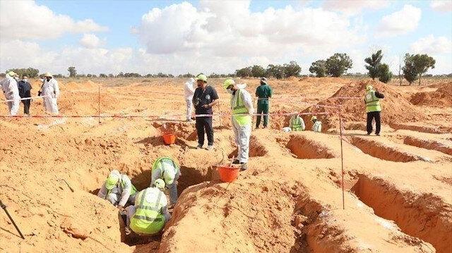 طربلس.. مراسم تأبين لـ14 جثة منتشلة من مقابر جماعية بترهونة