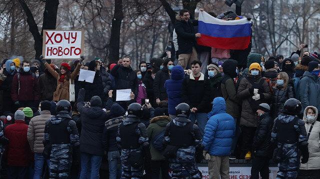 Police intervene in Navalny protest in Moscow