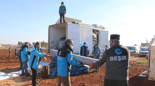 مساعدات تركية إلى النازحين في إدلب السورية