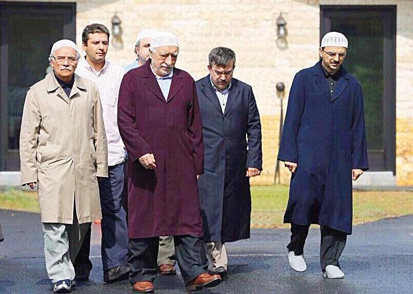 Osman Şimşek, FETÖ elebaşı Fetullah Gülen'in en yakın adamlarından biri.