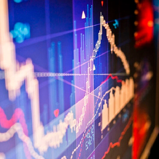 US stocks down 2% with new COVID-19 variant risks