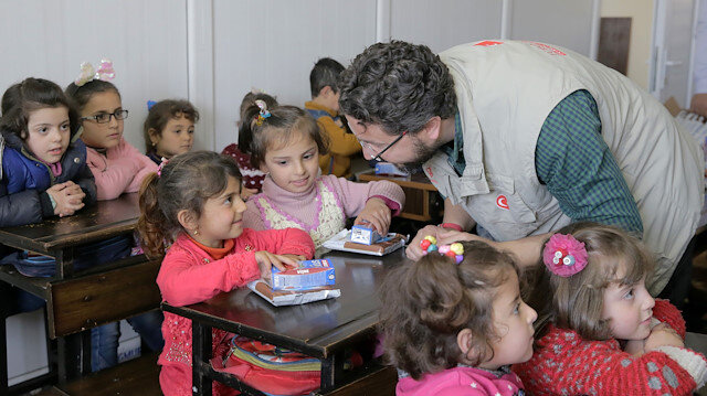 Turkish charity supports children's education in Syria