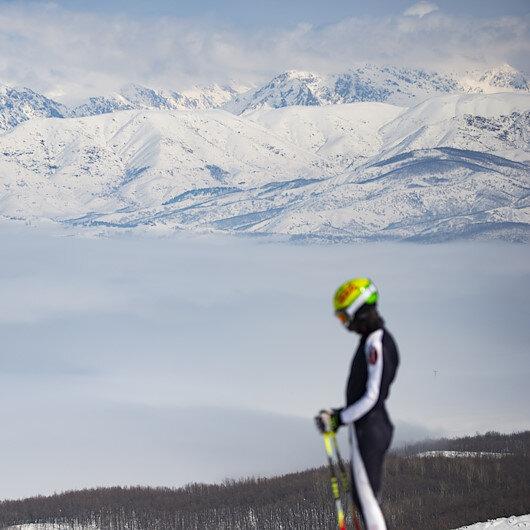 تركيا.. الضباب يعانق الثلوج في لوحة خلابة بجبال تونجلي