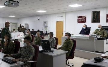 Pençe Kartal-2 Harekatı'nı gün boyunca Harekat Merkezi'nden takip eden Akar, faaliyetlere ilişkin bilgi aldı, talimatlar verdi.