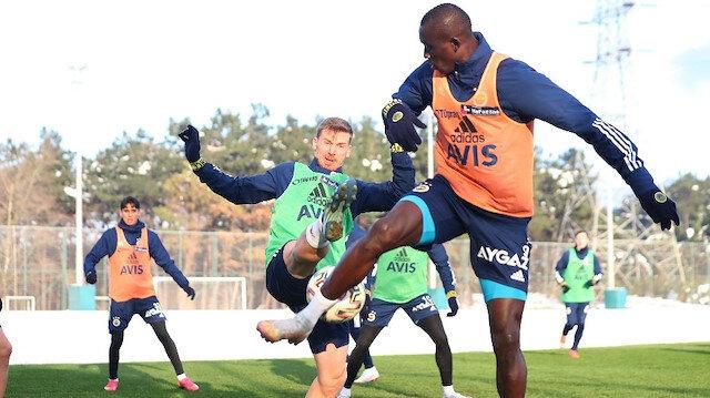 Fenerbahçe'de 3 futbolcu takımdan ayrı çalıştı