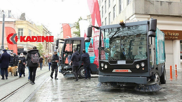 """تسليم مركبات تنظيف محلية متطورة إلى بلدية """"باي أوغلو"""" بإسطنبول"""