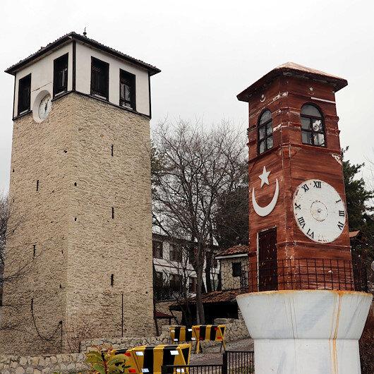 """""""أبراج الساعة المصغرة"""".. مجسمات تحكي أسرار التاريخ بمتحف تركي"""